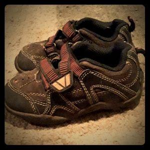 OshKosh  B'gosh little boys shoes 7